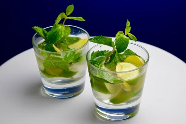 Frisse Munt Mocktail met Gember en Komkommer