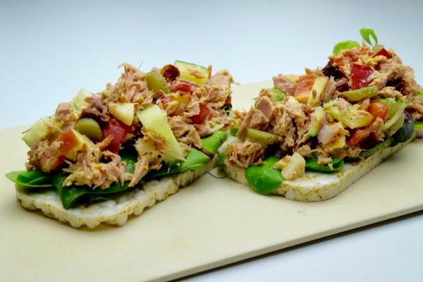 quinoawafels-met-tonijnsalade